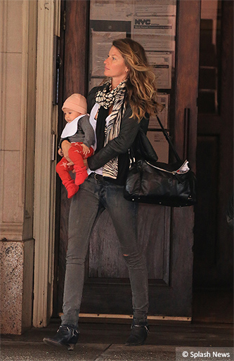 EXCLUSIVE: Gisele Bundchen leaves a office building with daughter Vivian Lake, Midtown, NYC